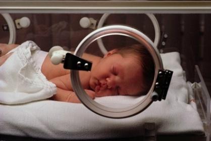 Chế độ dinh dưỡng cho trẻ sinh non