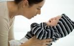Cách dỗ dành khi bé khóc