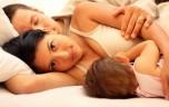 Có nên cho bé bú khi mẹ có thai trở lại?