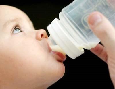 Trẻ không cần gì ngoài sữa mẹ trong 6 tháng đầu