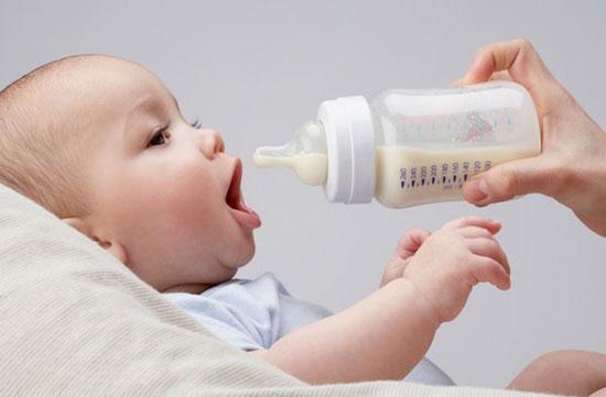 Cai sữa - Khó khăn cả mẹ và bé